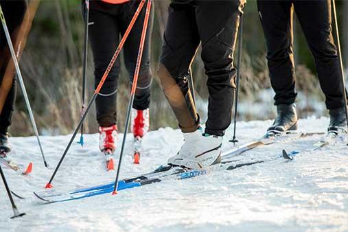 Bild nedtill på skidor
